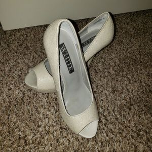 Vera Wang White wedding shoes